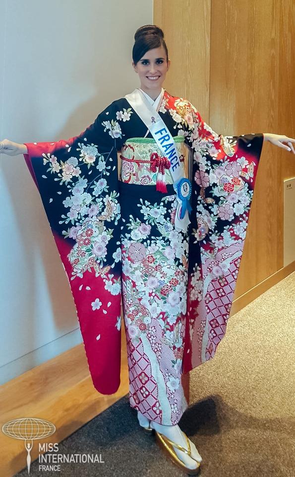 Miss international France kimono